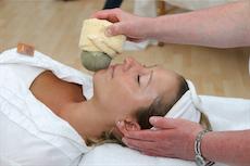 Besucher der Wellnesshalle 16 auf der ITB k�nnen sich eine Massage g�nnen. Quelle: beauty24 GmbH