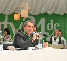 beauty24-Geschäftsführer Roland Fricke bei der Vorstellung der Wellness-Trends auf der ITB-Pressekonferenz in Halle 16 (2009), Quelle: beauty24