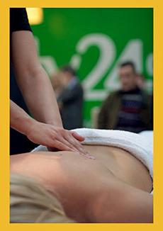 Totale Entspannung am Stand von beauty24 auf der ITB 2010: kostenlose Massagen für die beauty24-Kunden, Quelle: beauty24/Benjamin Krauss