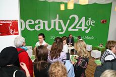 Ob Fachbesucher- oder Kundentage: Am Stand von beauty24 gab es immer großen Andrang - nicht zuletzt wegen der günstigen Wellness-Urlaubs-Angebote aus dem Jubiläumskatalog, Quelle: beauty24/Michael Steege