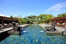 """Tropisches Badevergnügen idyllisch gelegenen im 5-Sterne-Superior Wellnesshotel """"Shanti Ananda Mauritius"""" / Quelle: beauty24"""