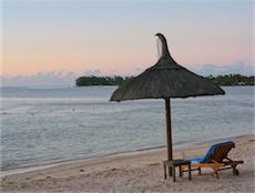 Wellness pur! Sonnenuntergang am Strand des The Grand Mauritian Resort auf Mauritius. Jetzt neu bei beauty24. Quelle: beauty24 GmbH