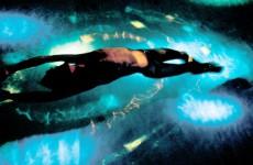 Vollkommene Entspannung bei sanften Unterwasserklängen und harmonischer Beleuchtung / Quelle: beauty24 GmbH