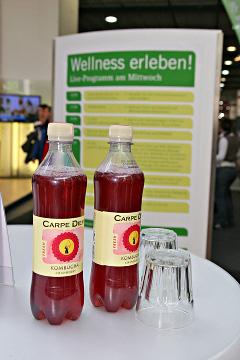 CarpeDiem Kombucha Fresh - die leckeren Wellness-Getränke des beauty24-Partners wurden auf der weltgrößten Touristikmesse ITB 2010 verköstigt. Quelle: beauty24
