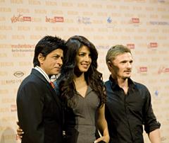 Die Hauptdarsteller von Don2 v.l.n.r.: Die indischen Bollywoodsuperstars Sha Ruhl Kahn und Priyanka Chopra sowie der deutsche Schauspieler Florian Lukas. Quelle: Benjamin Krauss / beauty24