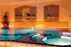 Traumhafte Entspannung im Pool in der Steingrotte / Quelle: Wellness-Hotel Wörlitz/Dessau