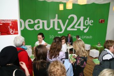 Reges Treiben am Messe-Stand vom Wellnessreise-Anbieter beauty24 / Quelle: beauty24 GmbH