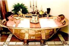 Zu zweit ist das Kaiserbad ein ganz besonderes Erlebnis. Quelle: Wellness in Bad Bertrich / beauty24 GmbH