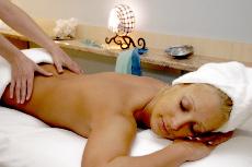 Eine anschlie�ende Heilmassage macht eine Behandlung mit der Magnetfeldtherapie komplett! Quelle: Kur- und Wellness-Hotel in Heviz / Ungarn