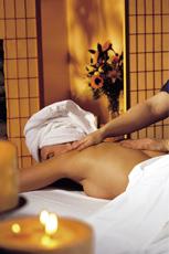 Neue Kräfte tanken bei einer entspannenden Massage. Quelle: Wellness im Ostseebad Wustrow / beauty24 GmbH