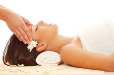Verspannungen & Kopfschmerzen - Wellness ist ein wirksames Heilmittel. Quelle: fotolia.com / beauty24 GmbH