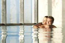 Der Pool des Hotels in Monchique lädt zu romantischen Momenten ein. Quelle: Longevity Wellnessresort in Monchique / Portugal / beauty24 GmbH