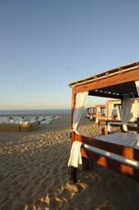An Portugals Strand wundervoll entspannen. Quelle: Wellness bei Faro / Portugal / beauty24 GmbH