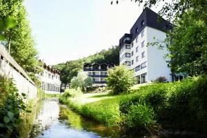 Mitten im sattes Grün befindet sich das 4-Sterne-Superior Hotel / Quelle: Balance Hotel Westerwald, beauty24 GmbH