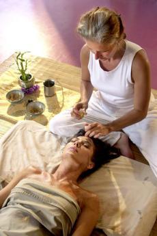 Gönnen Sie sich eine Auszeit mit der Mukabhyanga-Massage!