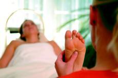 Entspannen Sie sich bei einer Padabhyanga Fußmassage!