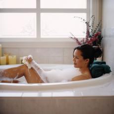 Genießen Sie Ihr ganz persönliches Badeerlebnis mit selbst gemachten Badezusätzen!