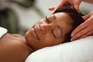 Entspannende Gesichtsmassage - Stresspause