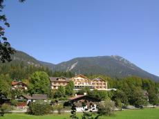 Genießen Sie den Blick auf die Berge vom Hotel Wellness in Grainau!