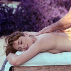 Gönnen Sie sich eine Patrasveda-Massage für wohltuende Entspannung!