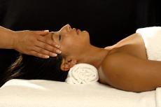 Genießen Sie wohltuende Entspannung bei einer Marma-Massage!