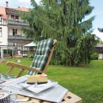 Der weitläufige Garten des Hotels