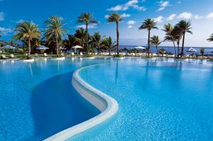 Die 2000 m² riesige Poollandschaft des LUX* Belle Mare®
