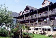 Im regionaltypischen Stil erbautes Wellnesshotel im Luftkurort Loßburg / Nordschwarzwald. Quelle: beauty24 GmbH, Wellnesshotel im Nordschwarzwald ***s