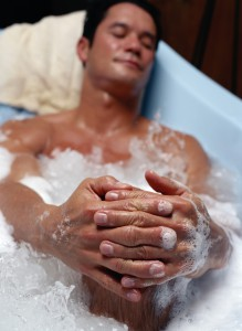 Entspannendes Bad für den Mann