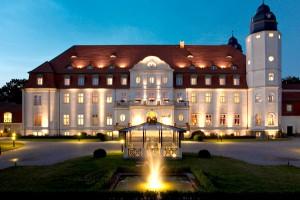 Schlosshotel in Göhren-Lebbin bei Nacht
