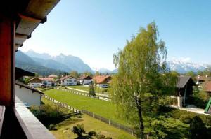 Wellnesshotel in Wallgau mit Blick auf die Berge