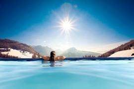 Schwimmen in gro�artigem Ambiente