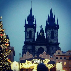 Der Prager Weihnachtsmarkt mit leckeren K�stlickeiten