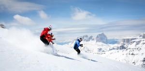 Abfahrt auf Skiern