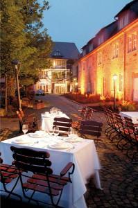 Schlosshotel in Waldhessen bei Nacht