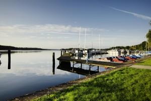 See und Steg und Boote