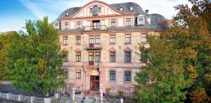 Am südöstlichen Rand des Naturparks Bayerische Rhön liegt der charmante Kurort Bad Kissingen. Die natürlichen Heil- und Solequellen und das Naturmoor sind nur einige Elemente, die Bad Kissingen so besonders gestalten.