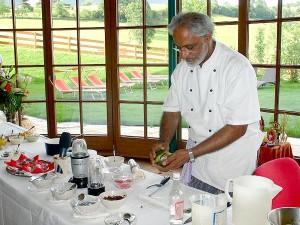 Bei der ayurvedischen Essensvorbereitung