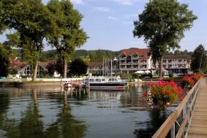 Direkt am Bodensee mit Bootssteg - Wohlf�hlhotel in Hemmenhofen