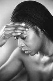 Chronischer Kopfschmerz kann auch durch Rückenprobleme ausgelöst werden