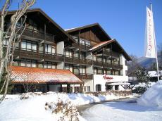 Das Hotel inmitten einer schönen Schneelandschaft