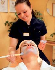 Entspannende, pflegende Gesichtsbehandlung / Quelle: Wellnesshotel in Rostock, beauty24 GmbH