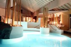 Der Pool im Wellnessbereich