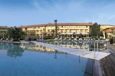 Die wunderschöne Hotelanlage mit großem Außenpool