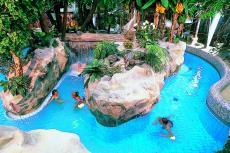 Badespaß in der tropischen Wellness-Oase