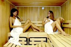 Entspannen Sie mit der besten Freundin in der Sauna / Quelle: Hotel / Beautyfarm in Bad Lippspringe; beauty24 GmbH