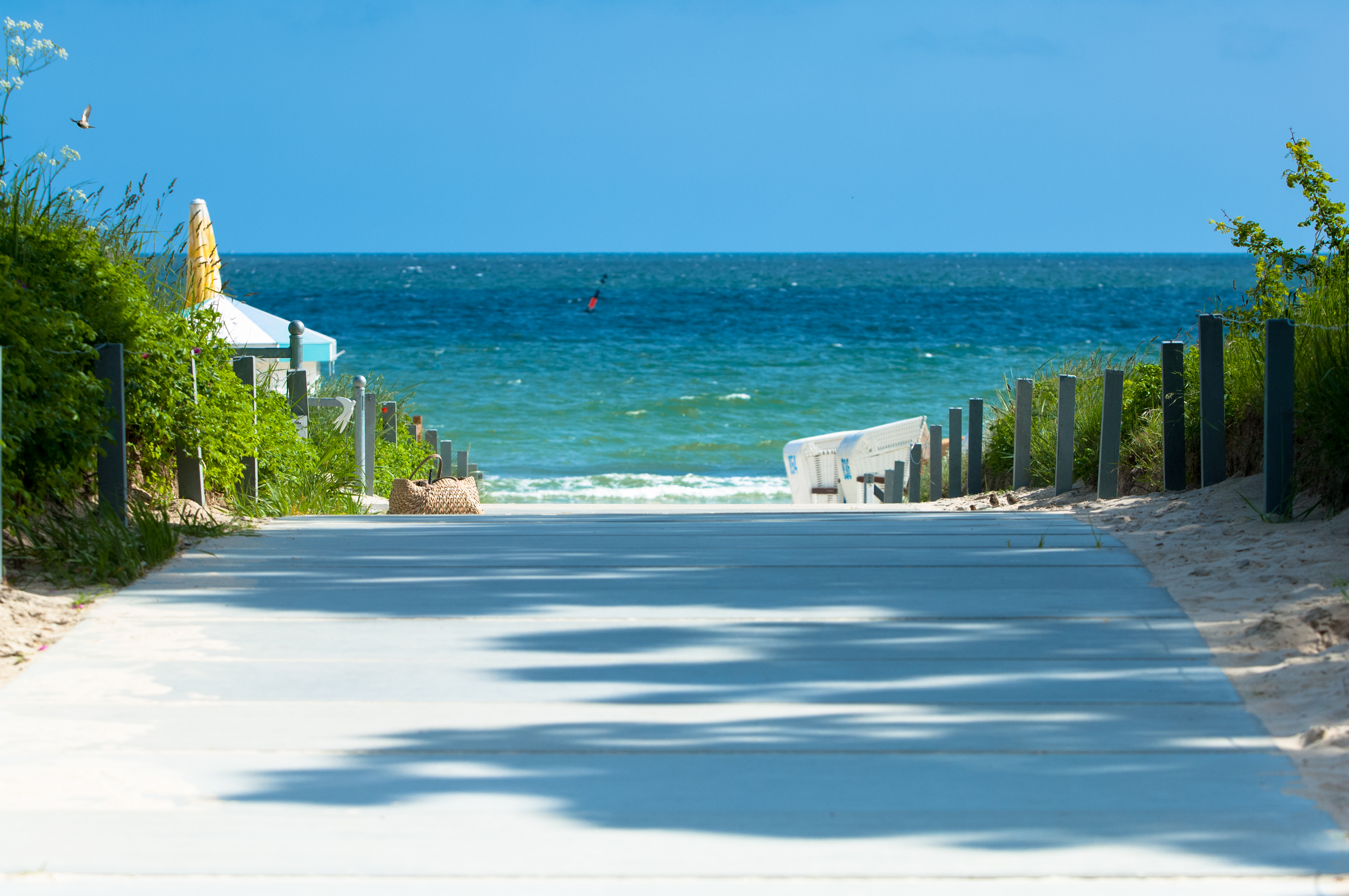 Spazieren Sie an der Ostsee entlang und genie�en das Wellenrauschen. Quelle: Beauty &mSpa Hotel Binz, R�gen - beauty24 GmbH