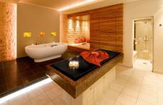Ein romantisches Bad in der Spa-Suite für Zwei / Quelle: Wellness in Baiersbronn, Schwarzwald - beauty24 GmbH