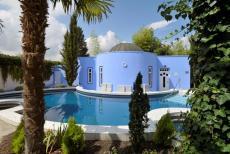 Außenpool mit Whirlpool im Spa-Garten. Quelle: Wellnesshotel bei Speyer - beauty24 GmbH