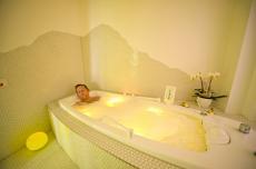 In der Whirlwanne entspannen & alle Sorgen vergessen. Quelle: Wellness in Bad Sassendorf - beauty24 GmbH